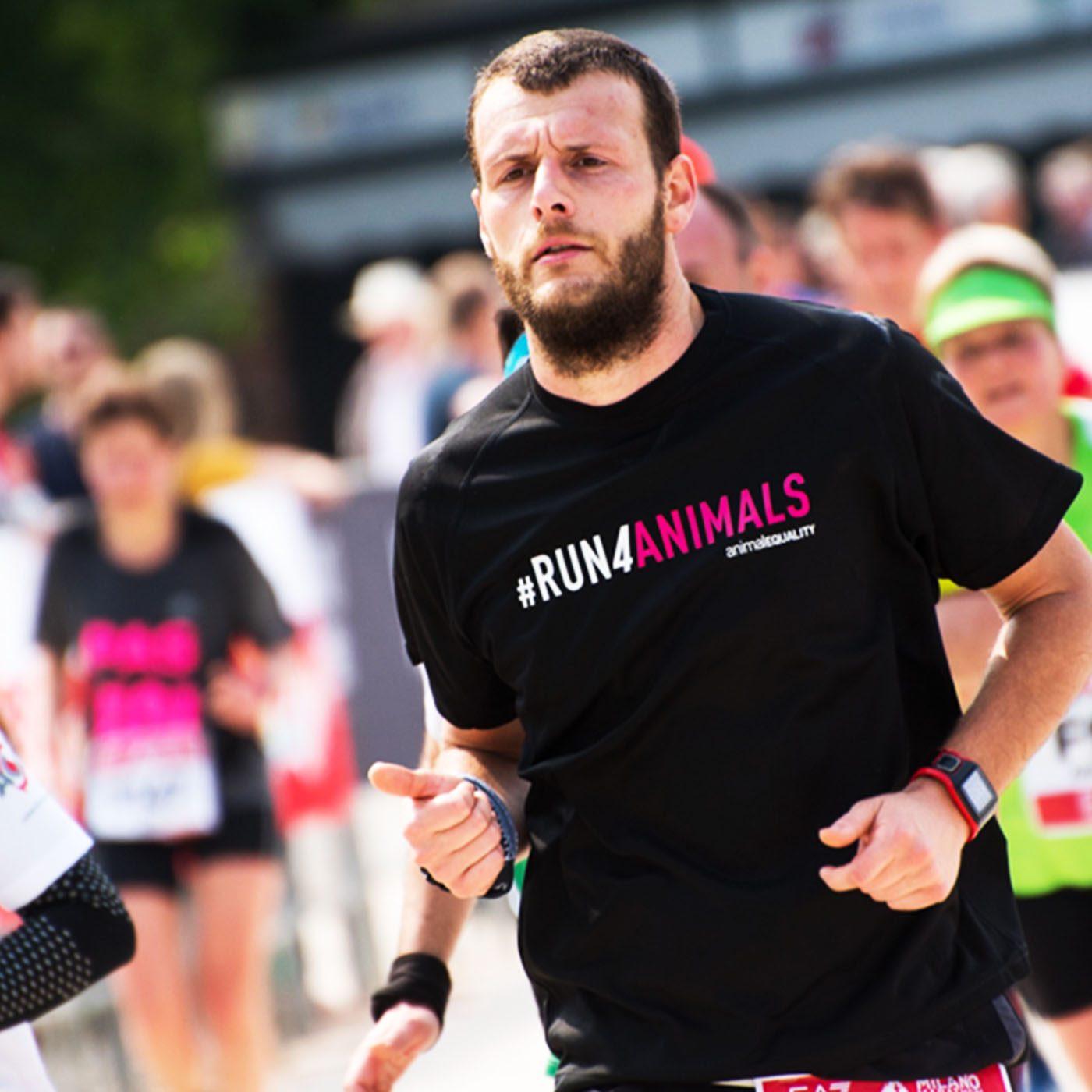 Milano Marathon corri animali